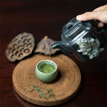 青花籽料-富贵壶