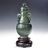 青玉-莲瓣缠枝纹饰瓶