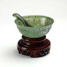 青玉-纏枝紋飾薄胎碗