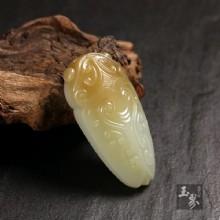 糖白玉-紋飾蟬形佩