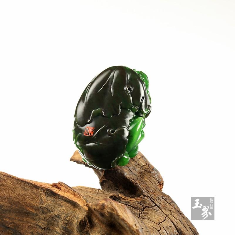 碧玉巧雕挂件-墨荷清音-6