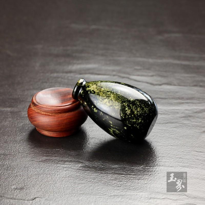 青玉子料-洒金把玩瓶
