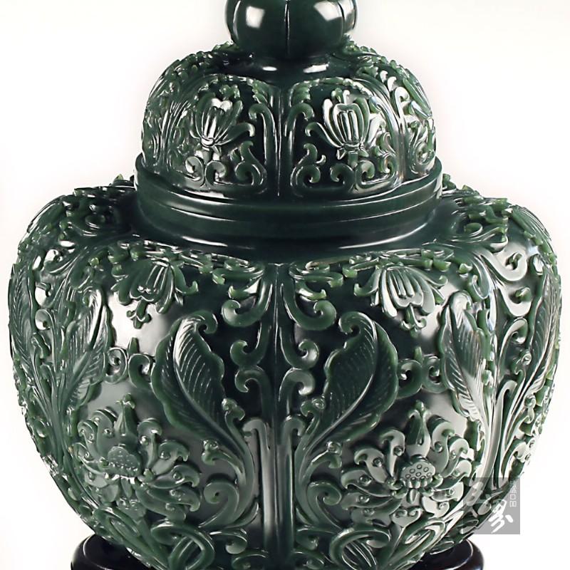 青玉-花卉纹饰瓜棱对罐