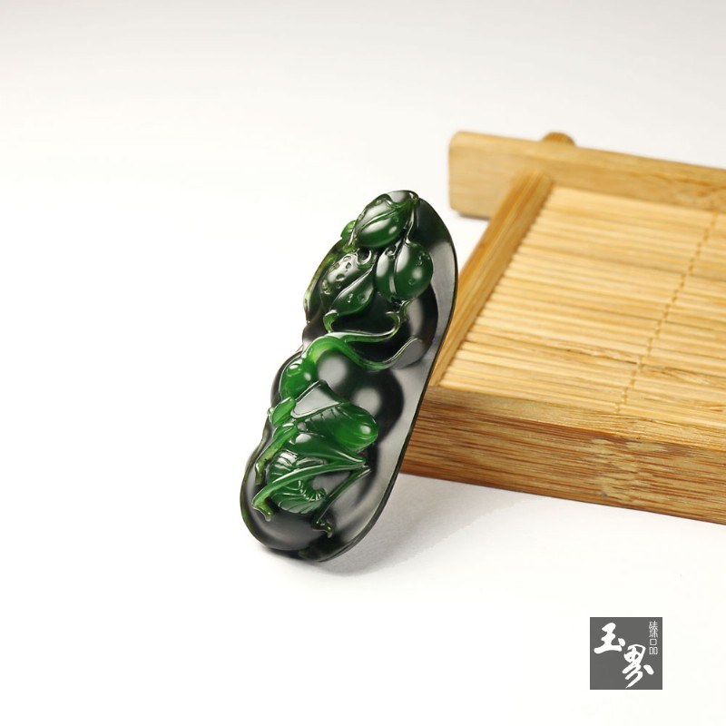 碧玉巧雕挂件-蝈蝈大将-3