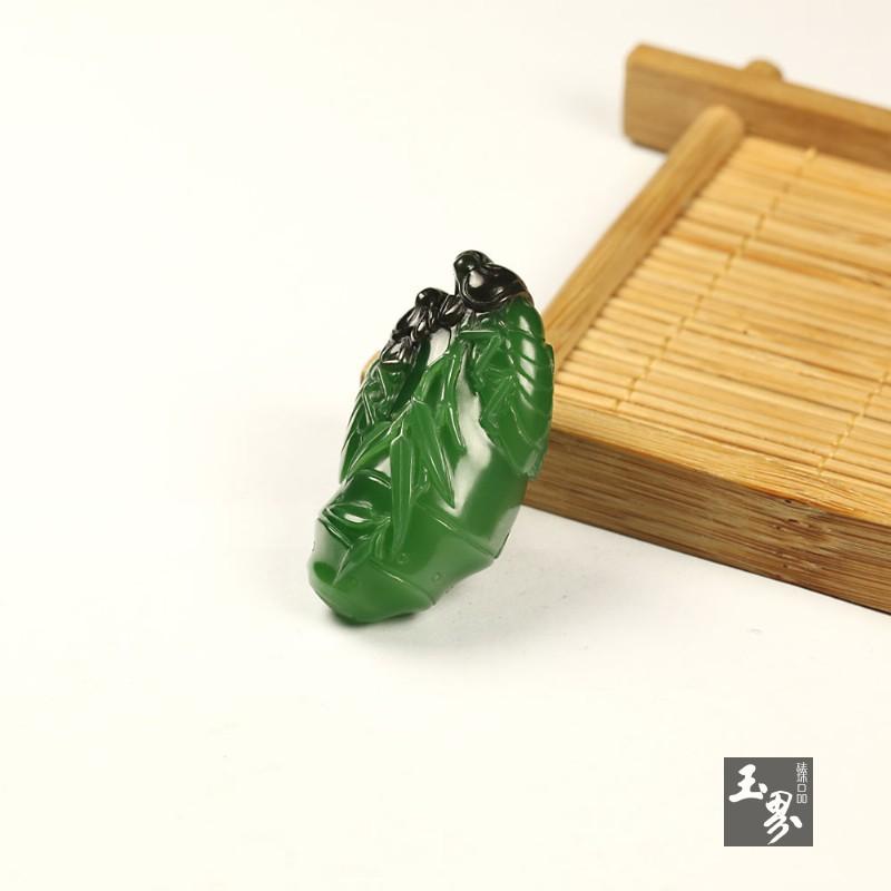 碧玉巧雕挂件-蝉语