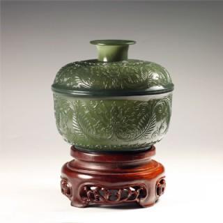 青玉-纏枝紋飾薄胎罐