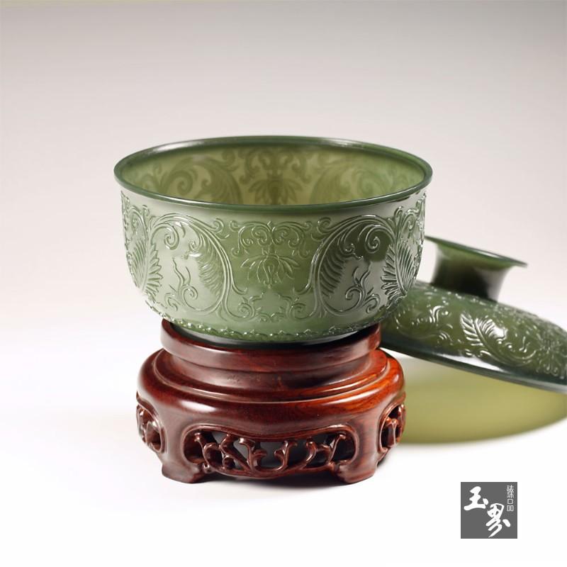青玉-缠枝纹饰薄胎罐