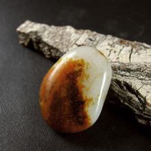 和田玉红皮籽料原石