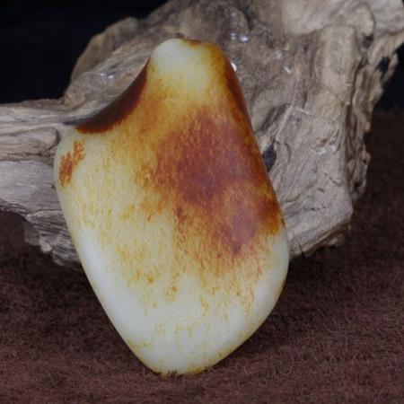 和田玉 籽料 枣红皮 原石211.2g