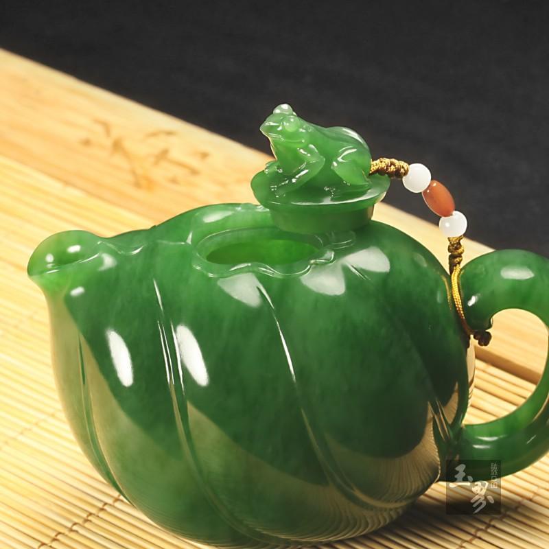 碧玉-荷叶蛙趣壶