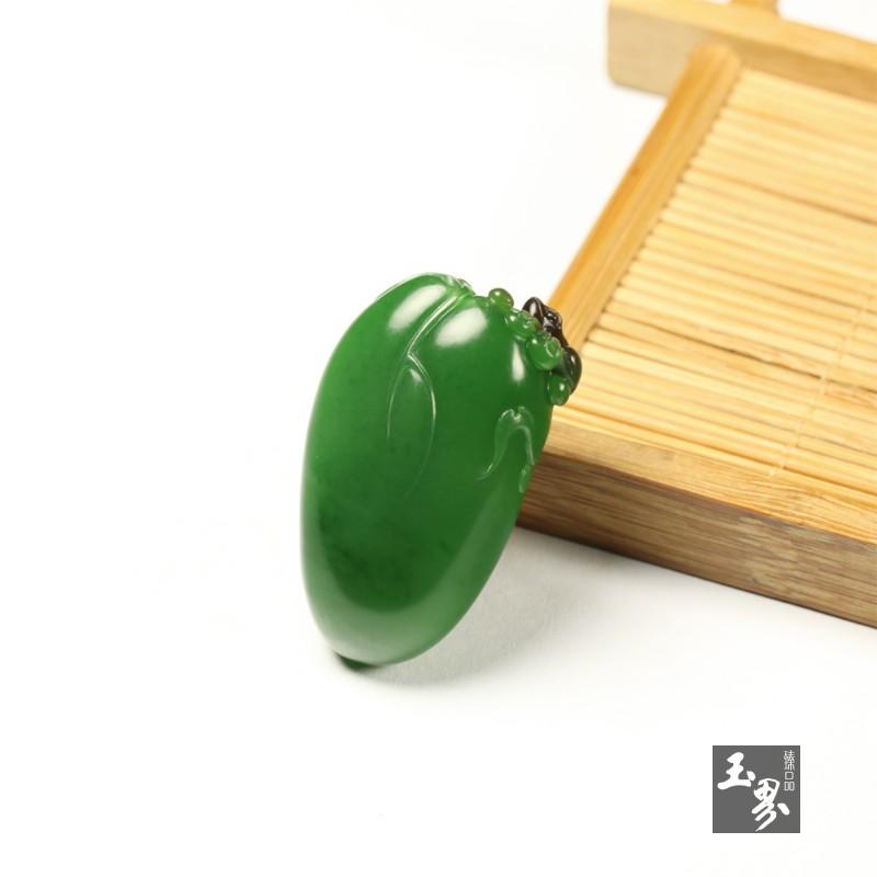 碧玉巧雕挂件-清荷蛙趣
