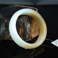 新疆和田糖羊脂玉手镯--宽边手镯