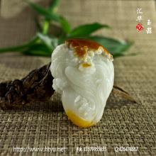 白玉籽料把件 — 雄鹰