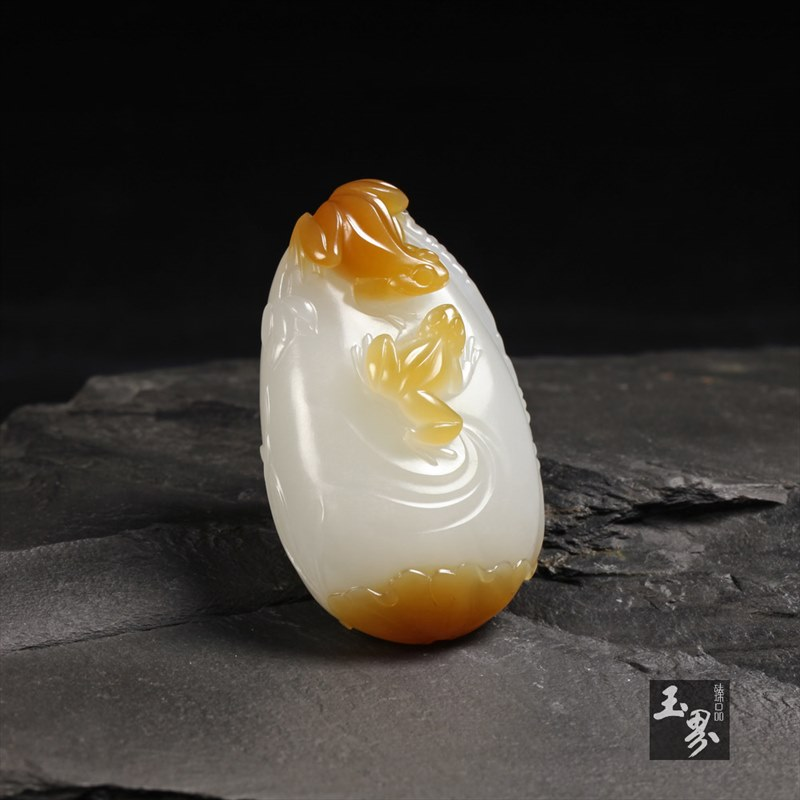糖白玉挂件-荷塘蛙趣