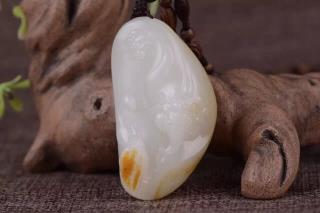 新疆和田子料羊脂玉挂件--招财貔貅,带子上朝