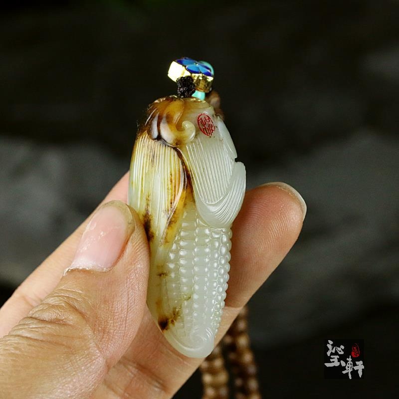 新疆和田白玉籽料挂件-玉米