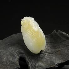 糖白玉挂件-俏色纹饰蝉