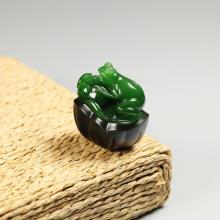 碧玉巧雕挂件-蛙趣