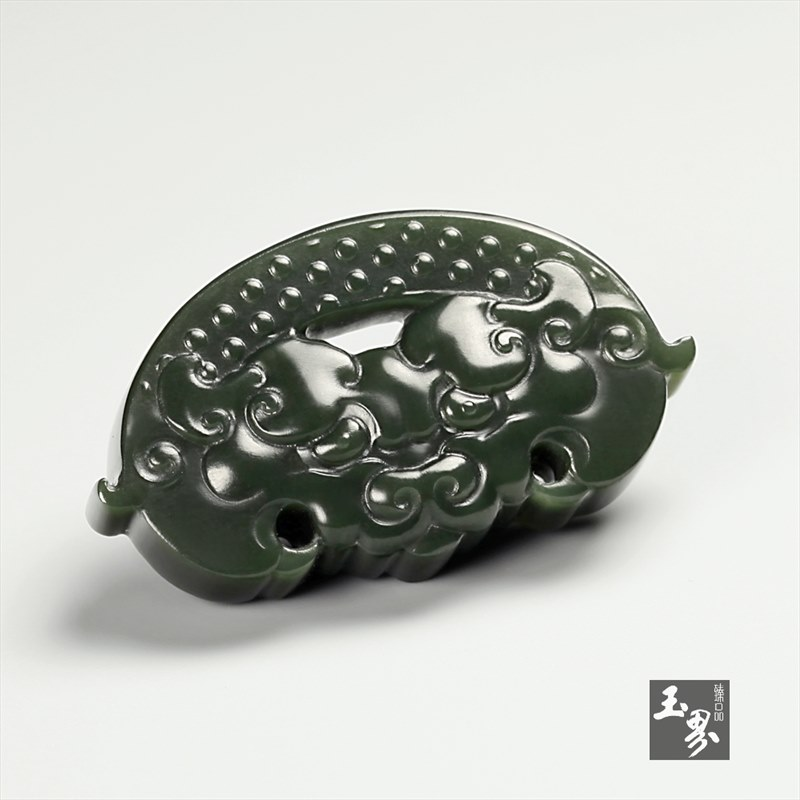 新疆青玉-兽面纹饰佩