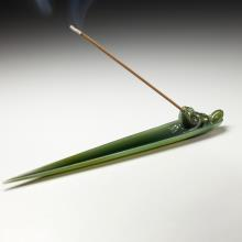 青玉香插-竹葉蛙趣