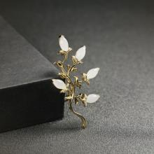 (18k金镶钻)白玉胸针-金枝玉叶