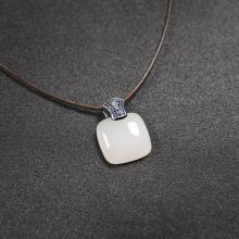 (18k白金嵌宝镶钻)白玉-时尚吊坠