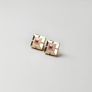 (18k玫瑰金镶钻)红宝-琮形耳钉