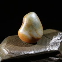 新疆和田玉带翠黄沁籽料原石