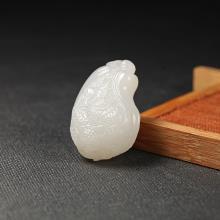 白玉挂件-小白菜