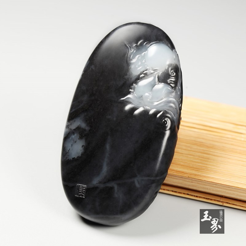 墨玉子料牌-云龙揽月