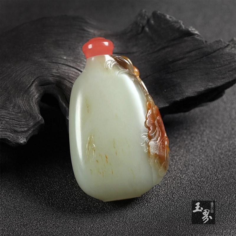 青白玉子料-荷和鼻烟壶