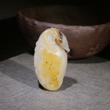 新疆和田黄皮籽料挂件-御龙观音