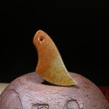 新疆和田玉黄沁皮籽料挂件-玉斧(特惠)