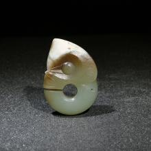 新疆和田玉青玉籽料挂件-玉猪龙