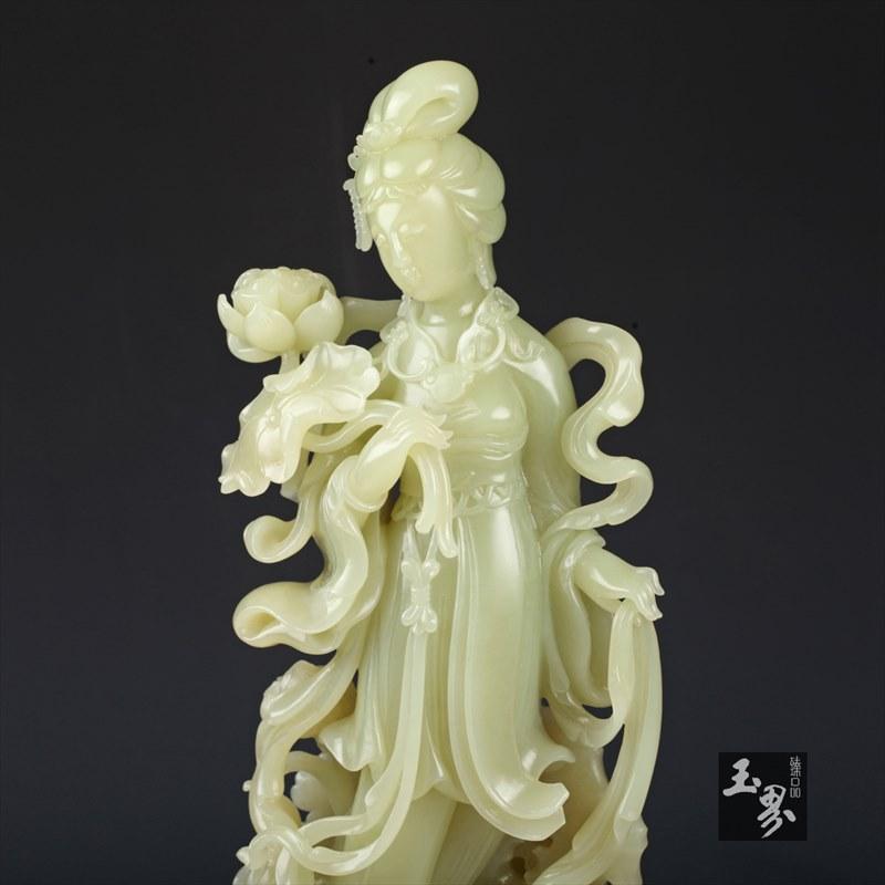 黄玉摆件-采莲仕女