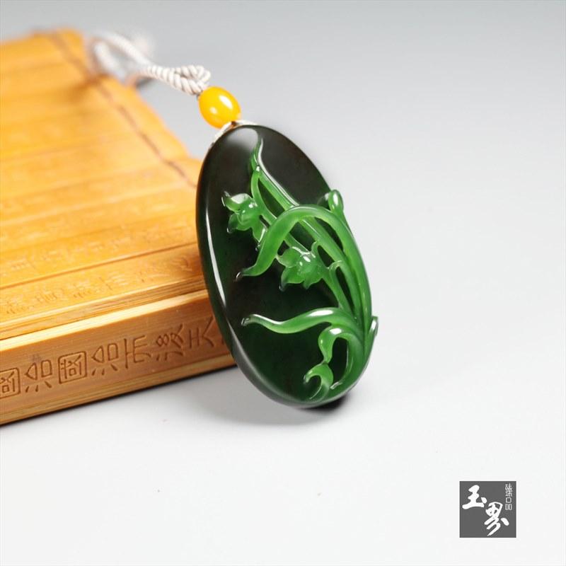 碧玉-巧雕兰花牌