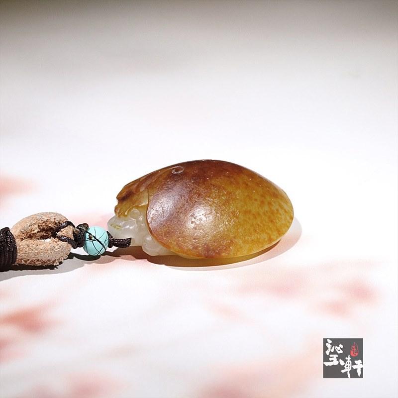 新疆和田玉洒红皮籽料挂件-龙龟(特惠)