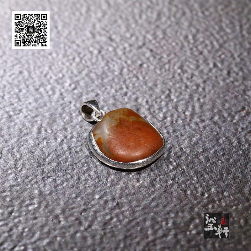 新疆和田红皮籽料银镶小吊坠(特惠)