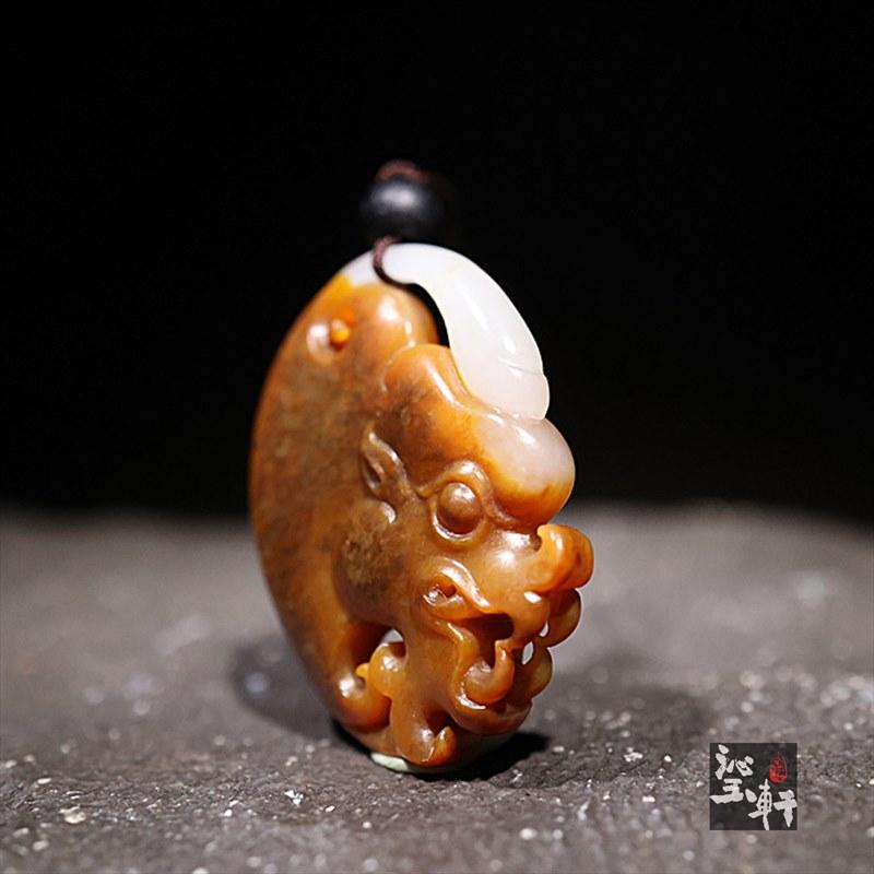 新疆和田黄沁籽料挂件-守护