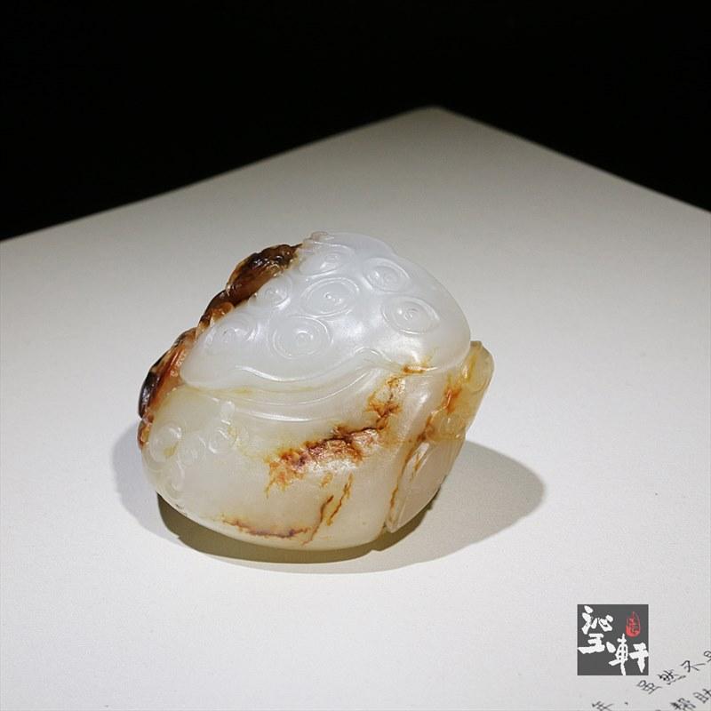 新疆和田羊脂白玉籽料挂件-蛙趣