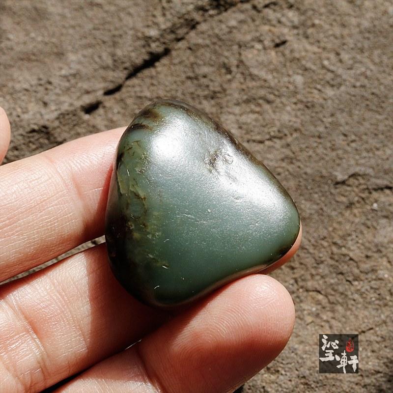 新疆和田沙枣青籽料原石(实价)