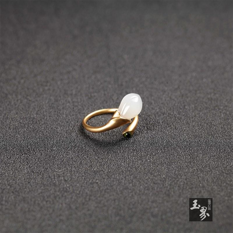 18k金嵌宝白玉-兰花戒指