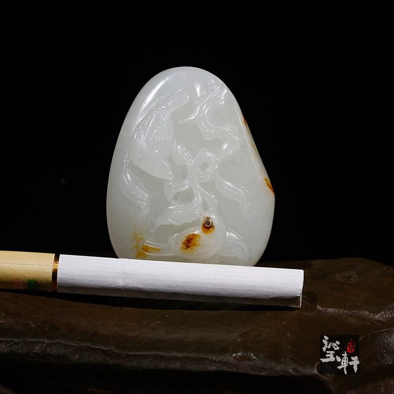 新疆和田羊脂白玉籽料挂件-喜上眉梢(实价)