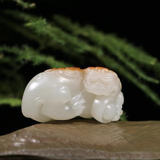 新疆和田玉橘红皮子料挂件-貔貅(实价)