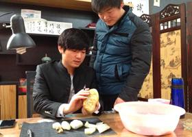 琢玉之子 以玉为品——专访新疆玉雕工艺师卞宇杰
