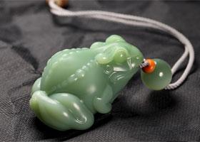 荷塘里的精灵—玉雕青蛙